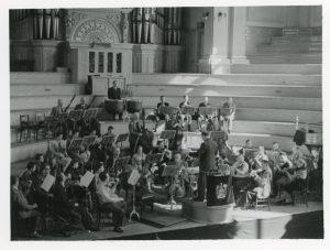 Rudolf Hartung half beim Orchester der Staatsmusikschule aus
